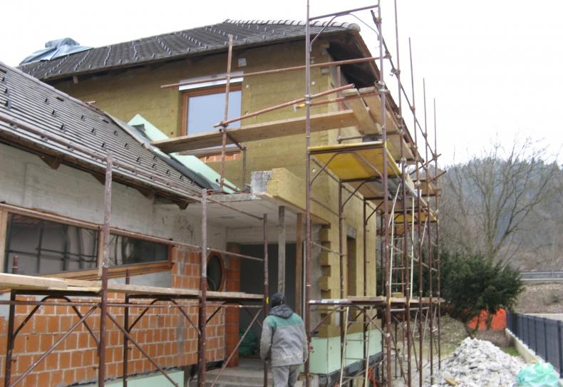 oblačenje fasade s kameno volno
