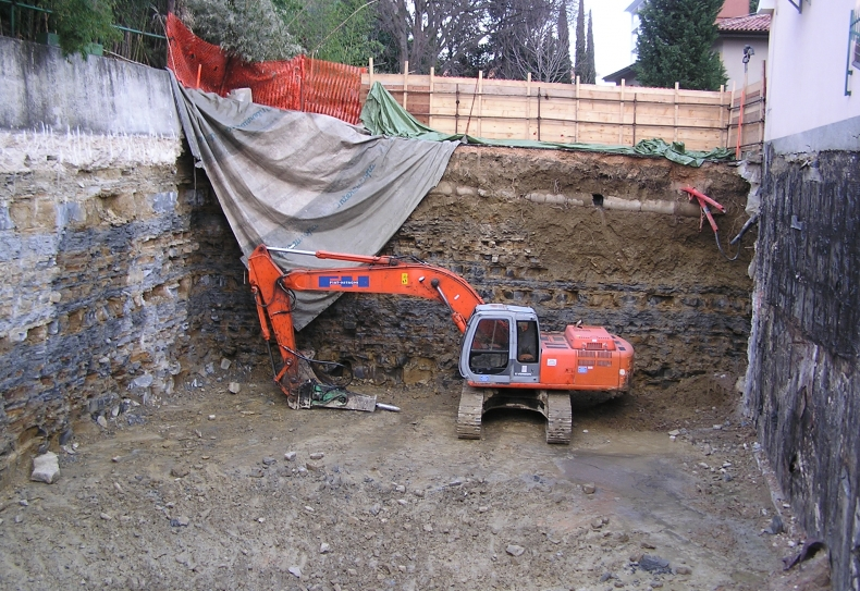 široki izkop gradbene jame