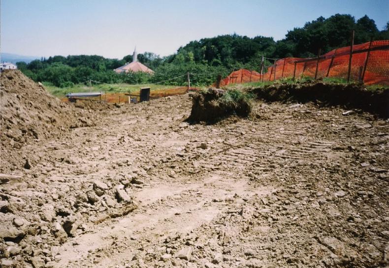 široki izkop za vrstne hiše
