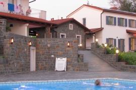 večerna osvetlitev bazena