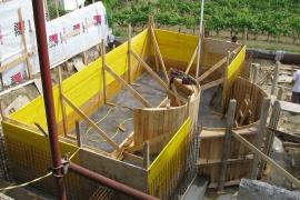 bazen v fazi gradnje betonske školjke