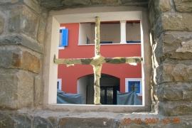 pogled skozi kamnito okno
