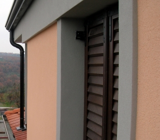 detajl ob oknu
