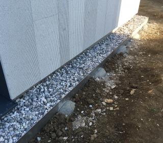 stik kamnite fasade s tlemi