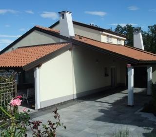 Fasada enodružinske hiše na Škofijah