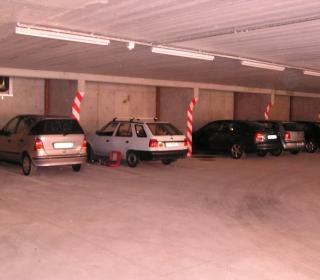 prvi avti v garažni hiši
